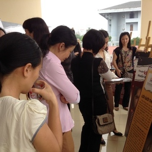 "The mobile exhibition ""Smiling Tears"" opened to Bac Ninh Provincial Women's Union"