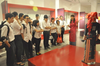 "Pupils watched ""Tuong performance"" at the Vietnamese Women's Museum"