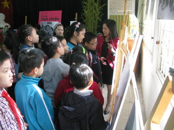 """Children in the wartime"" exhibition in Nguyen Du Primary School"