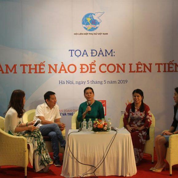 """Triển lãm """"Mẹ – bến đỗ an toàn và bình an cho con"""" tại Bảo tàng Phụ nữ Việt Nam"""