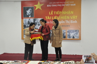 Vietnamese Women's Museum receives Madam Nguyen Thi Binh's artifacts
